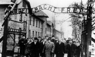Польские школьники в танце показали пытки заключенных Освенцима