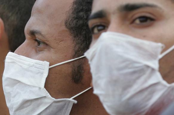 Жителям Подмосковья раздают маски на остановках и в автобусах