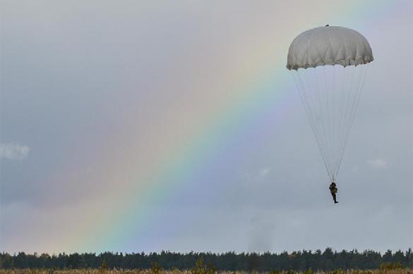 В Крыму 2500 десантников высадились с высоты в 600 метров
