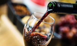 В Роскачестве назвали признаки вина низкого качества