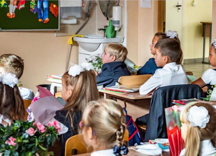 Роспотребнадзор продлит ограничения для школ и детсадов до 2022 года