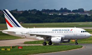 Драка пилотов и холод в салоне: Париж не хотел отпускать борт в Москву
