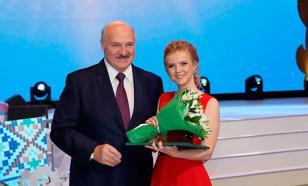 Лукашенко станцевал с выпускниками