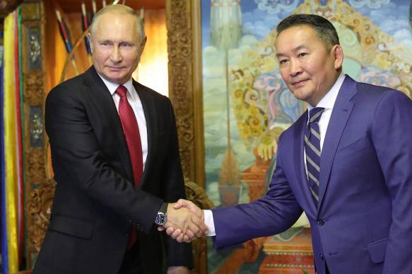 Путин и президент Монголии поговорили в юрте тет-а-тет