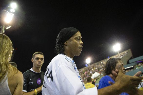 Роналдиньо выпустили из-под ареста в Парагвае