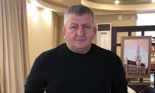 Отцу Нурмагомедова стало хуже. Его доставили спецбортом в Москву