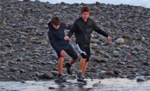 Авиация МЧС возобновила поиск двух детей, пропавших в море в Сочи