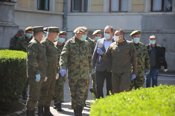 Министр обороны Сербии поблагодарил российских военных за помощь