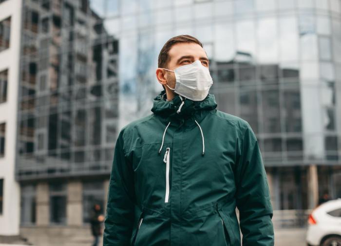 Маски предложено сделать постоянным элементом одежды россиян