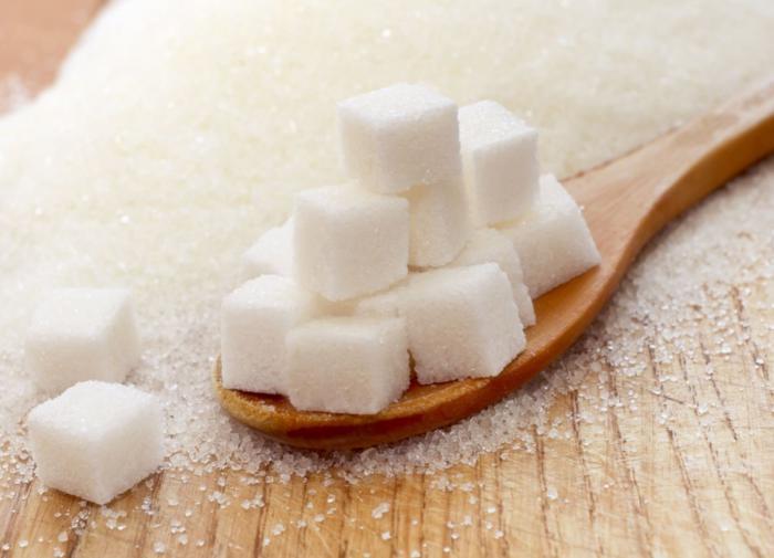 Сахар активизирует процесс образования жира в печени