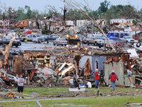 Торнадо сравнял с землей американский город (+фото).