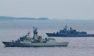 Мятежные корабли ВМС Турции дрейфуют по Черному морю