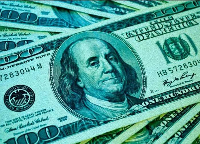 Биржевой курс доллара снизился до 77 рублей впервые с 25 сентября
