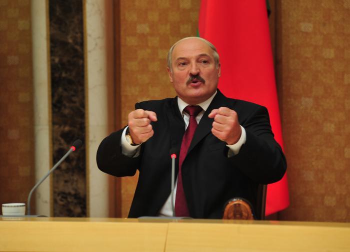 Лукашенко: Запад использует Белоруссию для тренировки нападения на Россию