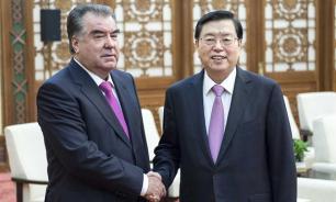 Рахмон в Пекине: Китай втягивает Таджикистан в орбиту своего влияния