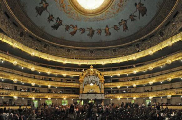 Музыканты Мариинского театра отравились едой, заказанной через интернет