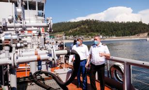 По Байкалу ходит судно, способное очищать водоем от нефти