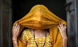 Из-за редкой аномалии индианка плачет кровавыми слезами