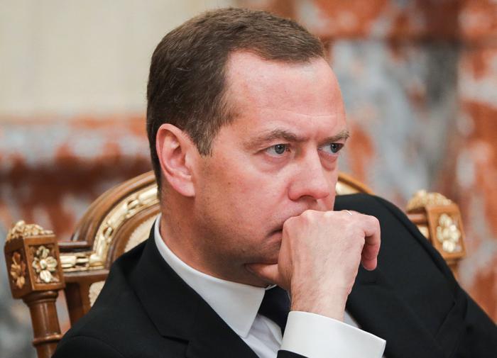 Эксперт назвал слив про список ЕР без Медведева фейком и хлестаковщиной