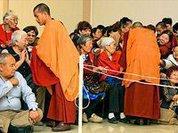 Монахи, которые проходят сквозь стены