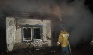 Семья из трех человек погибла при пожаре в Алтайском крае