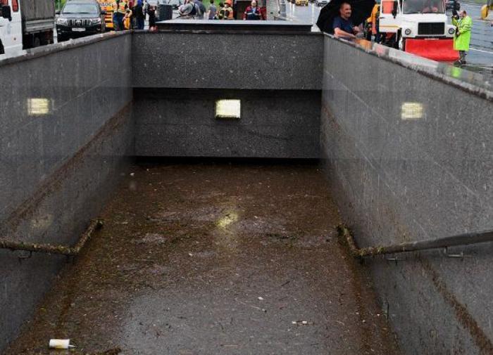 После летнего ливня Москва традиционно утонула