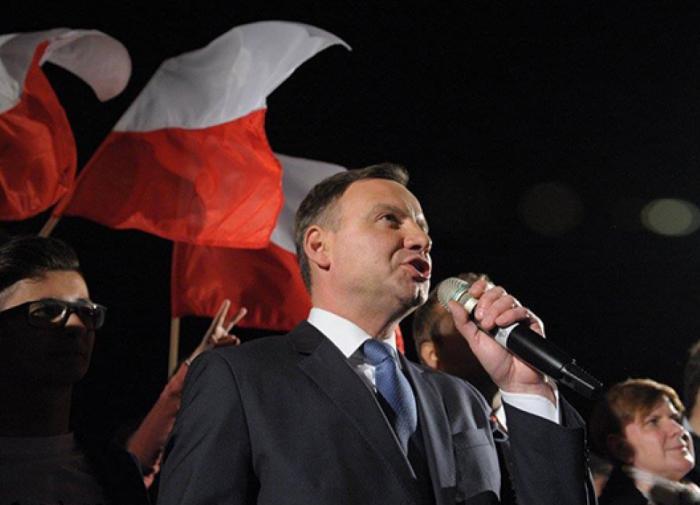 """Президент Польши пообещал призвать к порядку """"ненормальную страну"""" - Россию"""