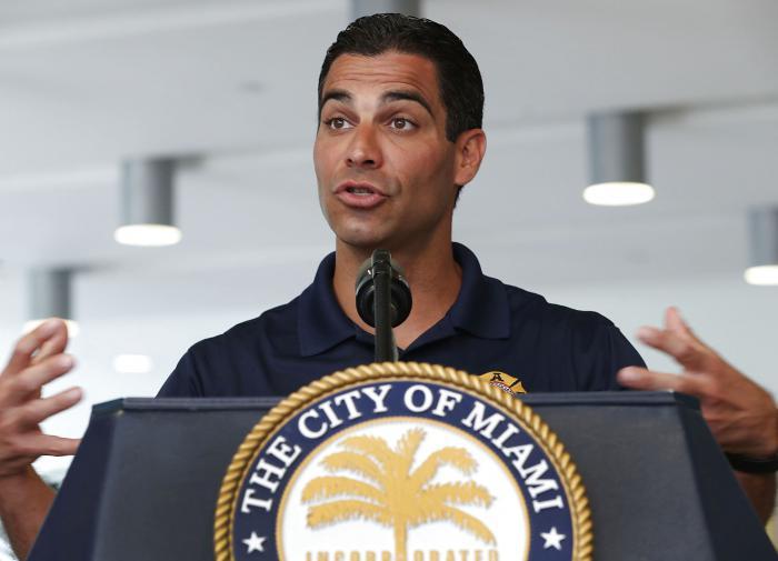 Мэр Майами: Давайте разбомбим Кубу - мы ж это умеем
