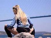 Тверк шагает по стране: во Владивостоке девушки исполнили танец на фоне Русского моста