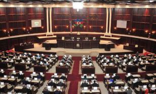 Азербайджан продлил запрет на въезд и выезд из страны
