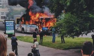 Водитель успел высадить пассажиров до возгорания автобуса