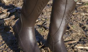 Бренд элитной обуви запустил продажи покрытых грязью сапог