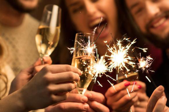 Жители России потратят большие деньги на праздник Нового года