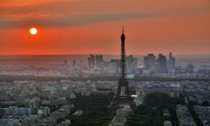 В пригороде Парижа мужчина напал на прохожих с ножом