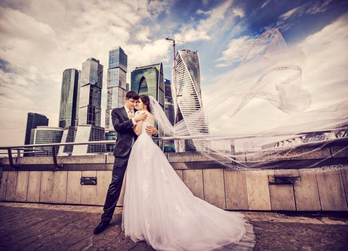 В Москве в День семьи, любви и верности состоится около трехсот свадеб