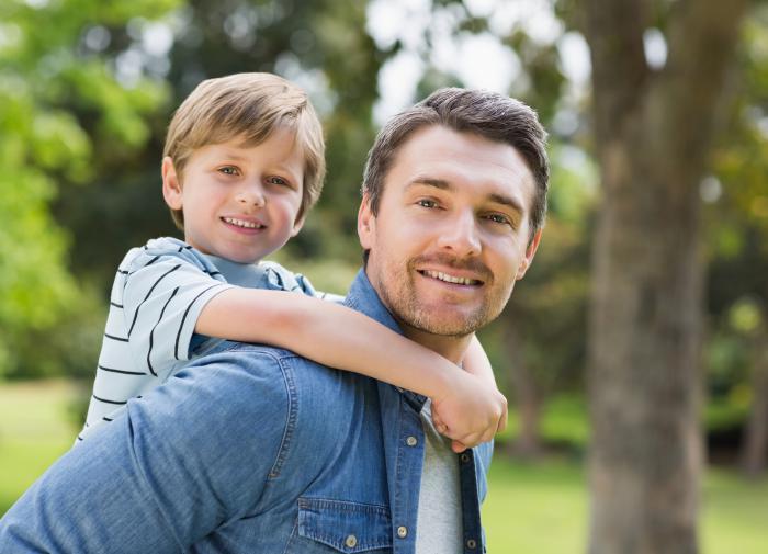 Мужчины в России стали чаще говорить детям, что любят их