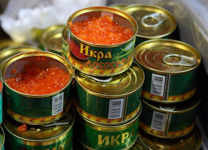 Россияне скупают к Новому году искусственные красную и чёрную икру