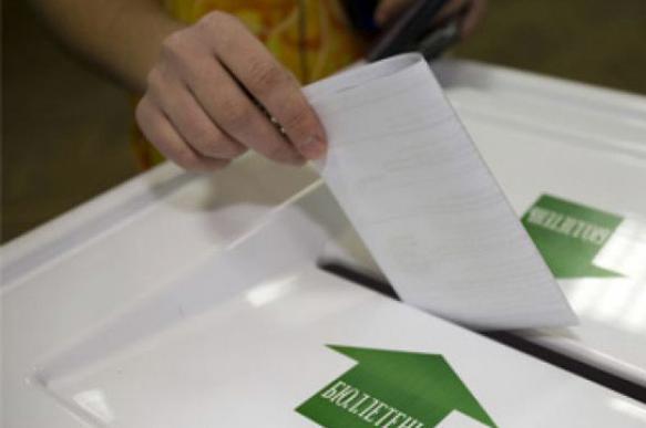 Амосов просит отменить избирательные участки вне Петербурга