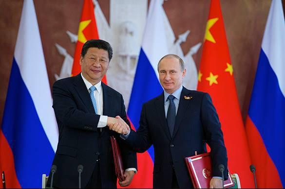 Путин накормил Си Цзиньпиня российским мороженым