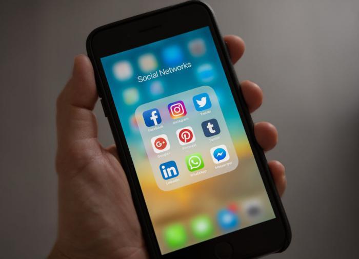 """Американские политики попросили соцсети """"изменить алгоритмы"""""""