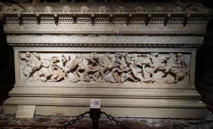 Во Франции обнаружили 1500-летний свинцовый саркофаг