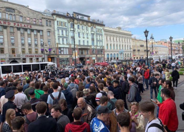 ВЦИОМ: россияне хотят хорошо жить. Необязательно в сверхдержаве