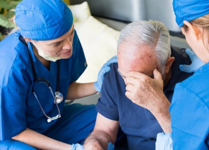 Невролог Ринат Богданов перечислил неочевидные признаки инсульта
