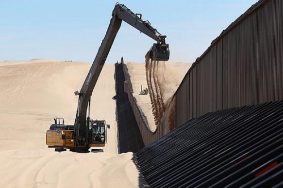 Трамп: надежность стены на границе с Мексикой проверяли скалолазы