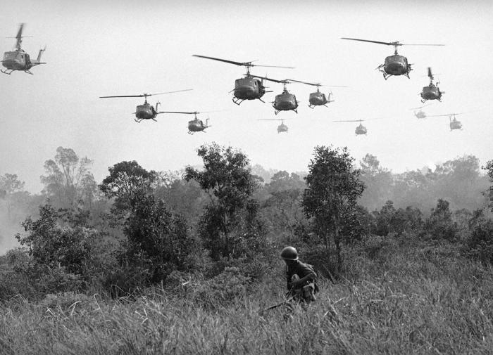 Во Вьетнаме американцы скакали по французским граблям