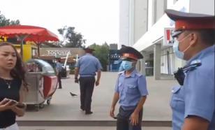 Военные автомобили остановились у заминированного здания ЦУМа