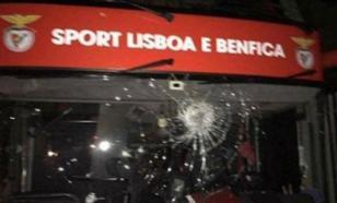 """Футболисты """"Бенфики"""" пострадали после нападения на автобус команды"""