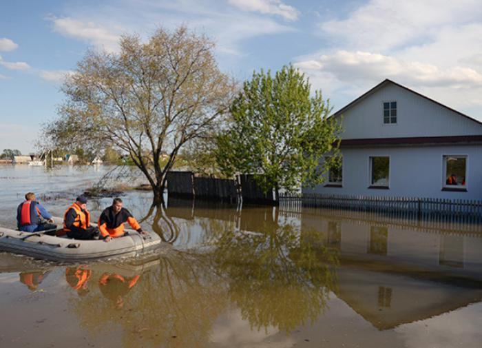 На юге Казахстана прорвало плотины и смыло мост