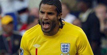 Бывший вратарь сборной Англии распродает свои футболки и сувениры