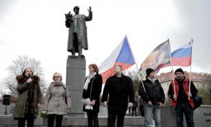 """Историк о сносе памятника Коневу: """"Чехи плюют в собственную историю"""""""